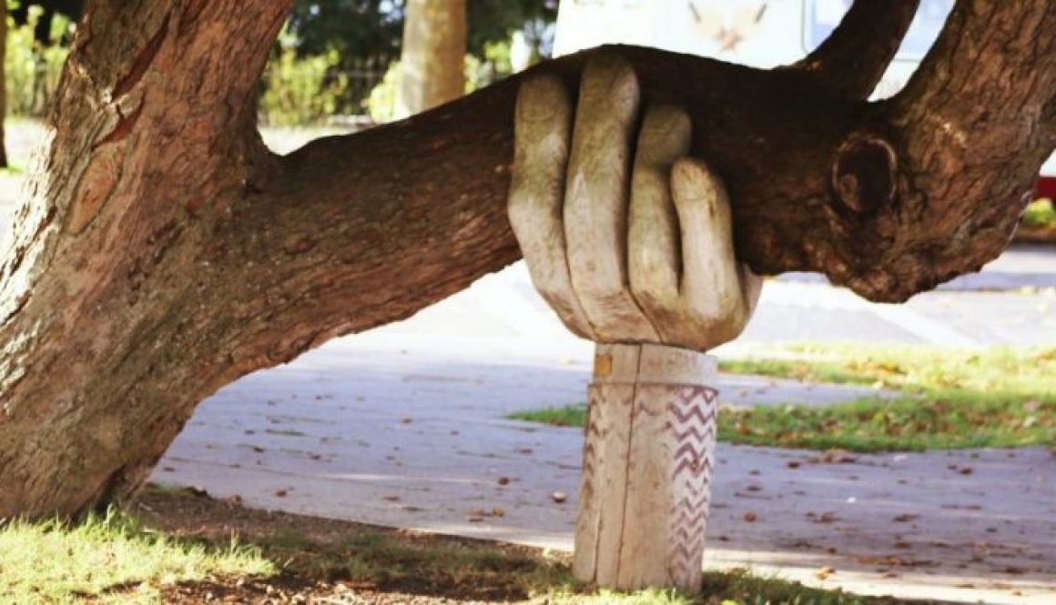 Leaning Tree hand support